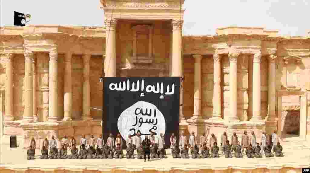 Накануне массовой казни солдат сирийской армии боевиками ИГ в Пальмире, 2015 год
