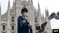 Миланда жүрген туристер. 5 наурыз 2020 жыл.