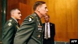 Генералу Петреусу пришлось удовлетворить интерес сенатского комитета
