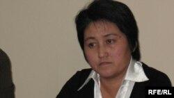 Журналист Гүлжанат Шонабай Медеу аудандық сотында. Алматы, 21 қараша 2008 ж.