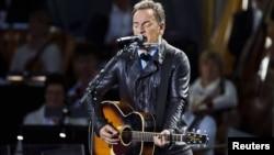 Bruce Springsteen în cursul concertului din Piața City Hall la Oslo