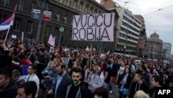 Белграддагы демонстранттар.