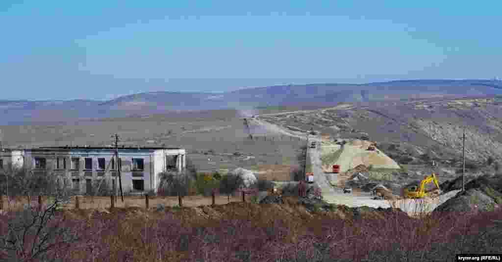 Дорожное строительство огибает аэродром ЦПС (Центра планерного спорта) «Коктебель»