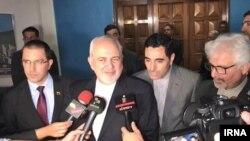 محمد جواد ظریف گفته توقیف کشتی بریتانیایی در تنگه هرمز در راستای اجرای حقوق بین الملل بود.