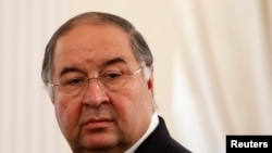 "Russian businessman Alisher Usmanov says he was ""distressed"" that U.S. scientist James Watson had felt forced to sell his Nobel Prize gold medal. (file photo)"