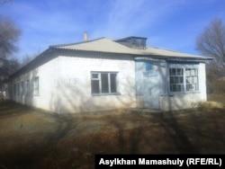 Здание старой амбулатории села Койлык. 29 ноября 2013 года.