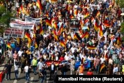 """Демонстрация сторонников """"Альтернативы для Германии"""" в Берлине 27 мая 2018 года"""