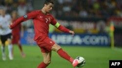 Португалия ұлттық құрамасының шабуылшысы Криштиану Роналду. Украина, Львов, 9 маусым 2012 жыл. (Германия-Португалия матчынан алынған сурет)