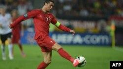 Португалия ұлттық құрамасының шабуылшысы Криштиану Роналду. Германияға қарсы ойын кезінде. Украина, Львов, 9 маусым 2012 жыл.