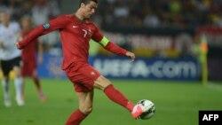 Два голи Криштіано Роналдо у ворота голландців дозволили збірній Португалії вийти до чвертьфіналу Євро-2012