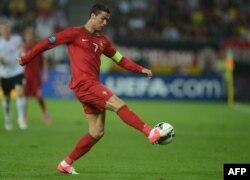 Португалия құрамасының капитаны Криштиану Роналду. Львов, 9 маусым 2012 жыл