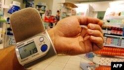 34% опитаних, згідно з дослідженням, звертаються до лікарів, а 6,4% українців користуються порадами фармацевтів у випадку захворювання