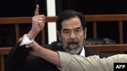 محاکمه صدام حسين به همراه ۶ تن ازدستيارانش به اتهام کشتار هزاران کرد عراقی در سال های ۱۹۸۷ و ۱۹۸۸ ميلادی درجريان است.
