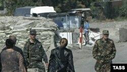 Упрощенным пунктом пересечения границы будут пользоваться жители осетинской национальности. Речи о гражданах Грузии, которые якобы также смогут въезжать в республику в облегченном порядке, нет