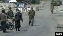 В Погранслужбе сообщили, что по мере развития инфраструктуры на территории Южной Осетии появится возможность обеспечивать жителей Ленингорского района за счет ресурсов республики, а пункты пропуска будут закрываться