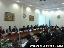 Қазақстан қылмыстық кодексінің жаңа жобасын талқылап отырған жұмыс тобының отырысы. Астана, 23 қаңтар 2014 жыл.