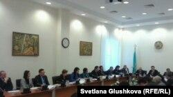 Рабочая группа депутатов парламента по обсуждению проекта уголовного кодекса. Астана, 23 января 2014 года.