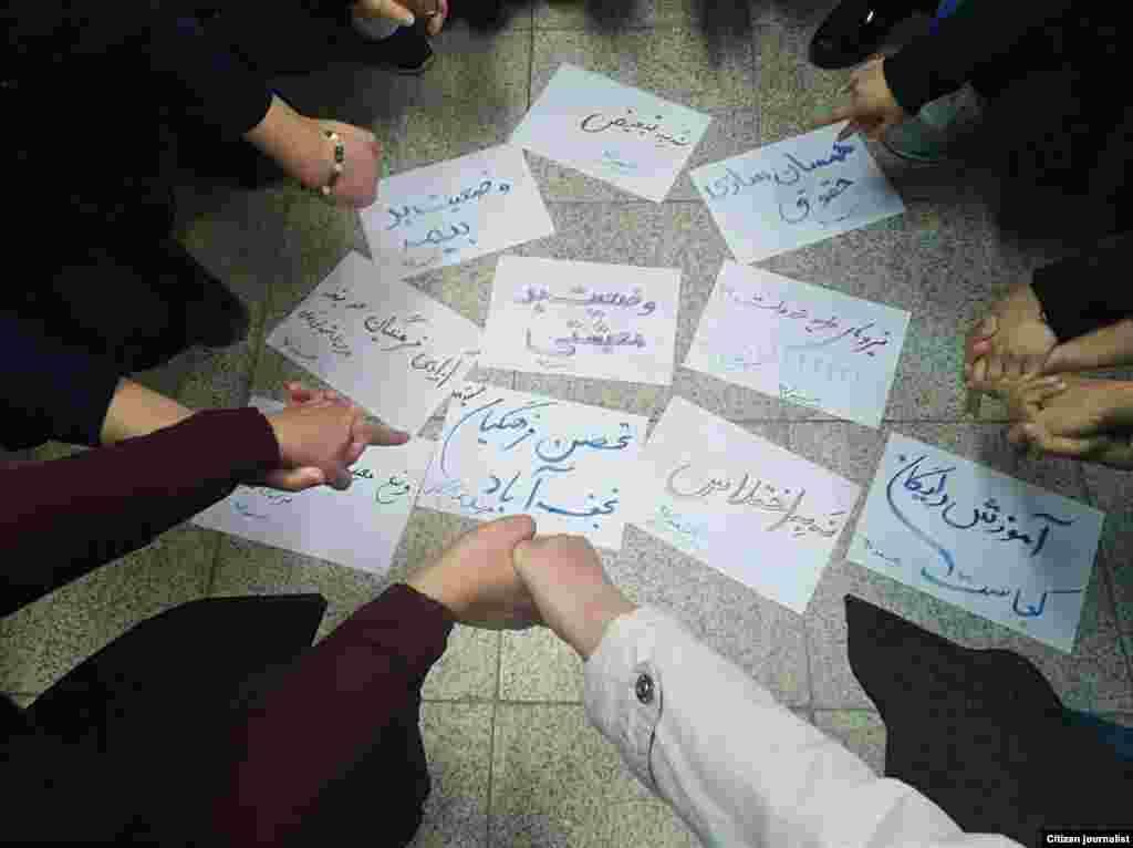 آموزگاران ایرانی در گوشه و کنار کشور به تحصنهای خود ادامه دادند.به گفته شورای هماهنگی تشکلهای صنفی فرهنگیان ایران، «آزادی فعالان صنفی فرهنگی و رفع تمام موانع قانونی برای فعالیت رسمی و آزاد تشکلهای صنفی فرهنگیان»، از جمله خواستههای صنفی آموزگاران است.