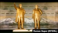 Монументы прежних правителей КНДР - Ким Ир Сена и Ким Чен Ира