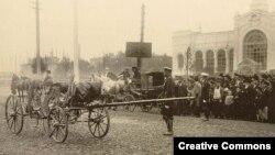 Карета министра внутренних дел России Вячеслава фон Плеве, разрушенная взрывом. Петербург, 15 (28) июля 1904 года