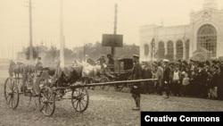 Карета министра внутренних дел России Вячеслава фон Плеве, разрушенная взрывом. Петербург, 15 (28) июля 1904 года.
