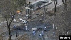 Слідчі служби працюють на місці вибуху в Анкарі, 14 березня 2016 року