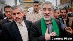Iranian opposition leader Mir Hossein Musavi (right) with lead bodyguard Ahmad Yazdanfar (file photo)