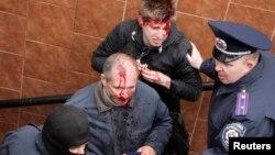 13 квітня напад на проукраїнських мітингувальників у Харкові
