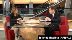 Graham Watson răspunzînd întrebărilor Iolandei Bădiliță