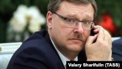 Константин Косачев остана в Москва, след като не получи виза в срок