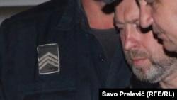 Crnogorska policija privodi Bratislava Dikića
