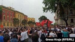 Foto nga protesta e sotme në Tiranë.