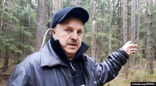 Юрый Садкоў, які знайшоў раскопы ў лесе