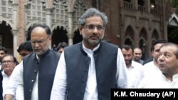 FILE: Former Pakistani Prime Minister Shahid Khaqan Abbasi (C) leaves a court in Lahore in June 2018.