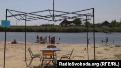 Озеро в окупованому селищі Стукалова Балка