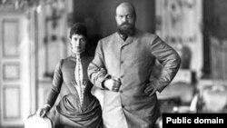 Императрица Мария Федоровна с мужем Александром III во время пребывания в Дании в 1893 году