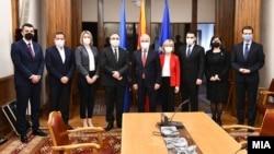 Членовите на Државната изборна комисија - ДИК - со претседателот на Парламентот, Талат Џафери, по свечената заклетва