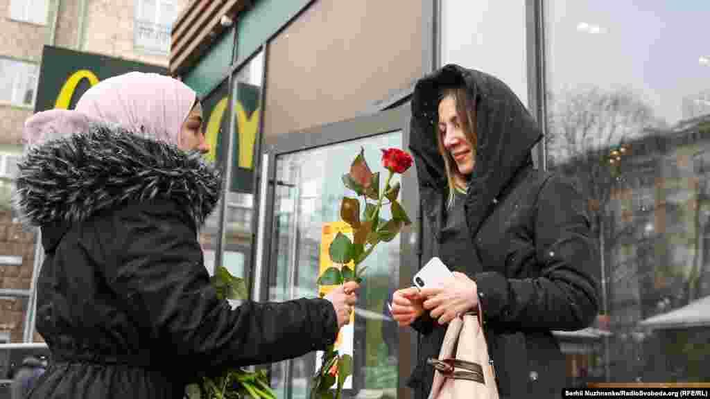 В Україні іслам сповідує близько 1% населення (1-3мільони осіб станом на 2017рік), більшість мусульман живе у східних областях і в Криму