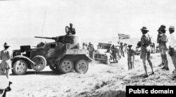 Британская колонна в Иране, сопровождаемая советскими бронеавтомобилями БА-10. Сентябрь 1941 года