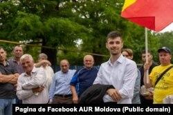 În prim-plan liderul Alianței pentru Unirea Românilor (AUR) Moldova, Vlad Bilețchi