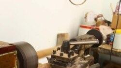 Мастер, изготовивший гигантскую дойру, мечтает о мастерской
