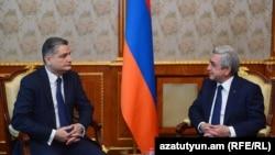 Серж Саргсян (справа) и Тигран Саргсян, Ереван, 16 декабря 2016 г.