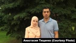Парвиз Мурадов и его беременная жена Светлана