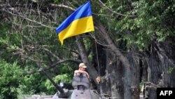 Trupat ukrainase me flamurin kombëtar