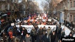 Բողոքի ակցիա` կենսաթոշակային հակասական բարեփոխումների դեմ, Երևան, 18-ը հունվարի, 2014թ.