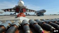 یک فروند میگ ۲۹ ارتش اوکراین و جنگافزارهای آن؛ میگ ۲۹ از جمله جنگندههاییست که قادر به حمل خا-۳۱ است