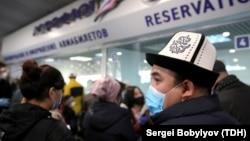«Шереметьево» аэропортундагы кырызстандык эмгек мигранты.