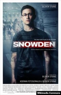 "Oliver Stoun-un ""Snowden"" filminin posteri."