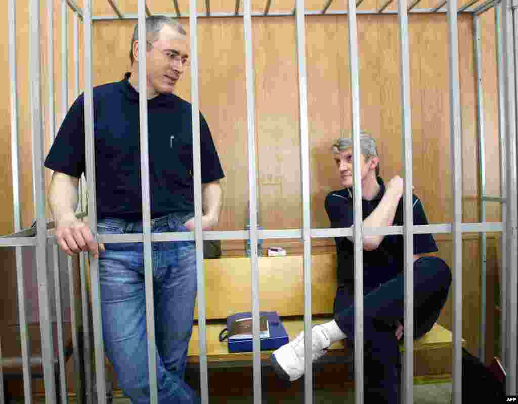 With Lebedeve in the defendant's box in a Moscow courthouse in May 2005, as the reading out of the verdict entered its seventh day.