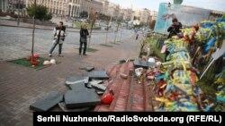 На місці руйнування пам'ятника героям Небесної сотні у Києві, 5 жовтня 2017 року